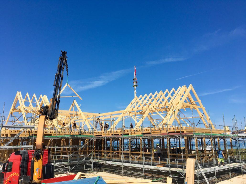 Følg byggeprocessen af Danmarks største træhus Svinkløv Badehotel